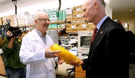 Governor Rick Scott in with laboratory worker